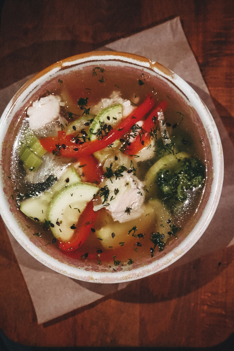 Куриный бульон с овощами и куриным филе